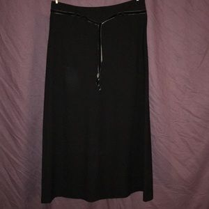 Long black skirt with velvet tie